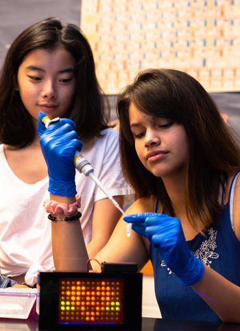 Students at Evanston Township High School conduct an experiment with the BioBits kit. Credit: Claire Barclay